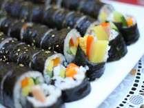 【夕食バイキング】一例(人気の韓国料理「キムパプ」)