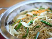 【夕食バイキング】一例(人気の韓国料理「チャプチェ」)