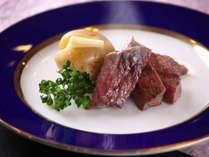 【夕食バイキング】肉厚ステーキで大満足。