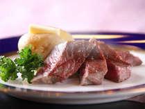【夕食バイキング】肉厚のステーキ