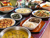 【夕食バイキング】韓国料理コーナーにはバラエティ豊かなメニューが並びます