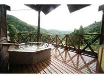 渓谷を望む絶景の展望貸切露天風呂