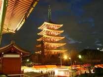 ライトアップされた浅草寺(五重塔)