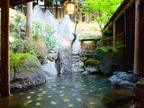 ◆金の湯露天風呂◆床面には純金のタイルを張り、美肌効果を増進させてくれます。<15時〜翌朝9時まで>