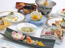 ≪お部屋食プラン夕食一例≫山口産の食材を多用した和洋折衷の会席料理です