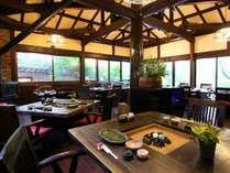 落ち着いた雰囲気の炭火ルームで、お食事をお愉しみ下さい!