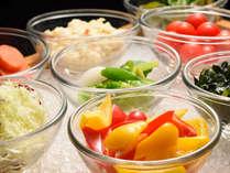 【朝食】色とりどりの野菜たちでビタミンと食物繊維を