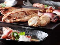 【夕食】みなみ北海道の魚介類や名産の焼き物や煮物料理を