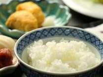 手づくりの温かい和朝食。お米は自家製コシヒカリです。
