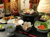 旬の素材と地元の食材を活かした手作り料理でおもてなしいたします。