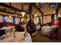 リニューアルオープンしたレストラン、オイルランプのみの明かりで楽しむディナーは期間限定で開催中