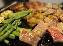 阿蘇あか牛、馬ホルモン、熊本地鶏、鹿児島あご肉、阿蘇ウインナー絶品お肉5種! お野菜も熊本県産です!