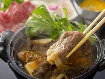 [知多牛]すき焼き風の一人鍋で。特製割り下の甘辛い味わいとやわらかい肉の旨みが口いっぱいに広がる