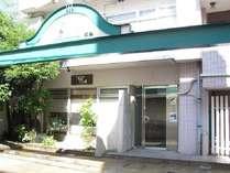 プチベネフィットホテル広島玄関。我が家の離れのようとリピーター続出中です