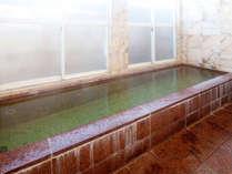 【 内風呂 】 大理石造りの広々空間!自慢のお湯に浸かって日々の疲れを癒して下さい♪