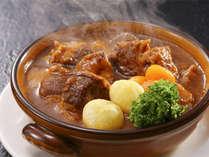 【 一品料理 】 トロトロになるまで煮込んだ絶品ビーフシチュー!寒い季節の定番料理を秘伝の味付けで♪