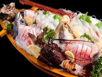 【 一品料理 】 朝獲れ☆1mの超豪華舟盛り!食卓を盛り上げるイチオシ料理♪