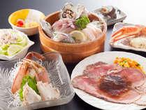 【 夕食 】 当館一番人気の朝獲れ海の幸&和牛ローストビーフ!お肉もお魚も満足できて大満足☆