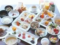 約30種類の朝食バイキング