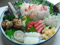 「丸ごと一匹」朝獲れプランの一例。黒鯛、めじマグロ、平目、サザエ、にし貝。