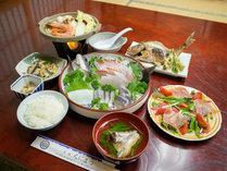 *【夕食一例】毎朝仕入れる「キトキト海の幸」をメインにした海鮮料理
