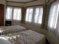 広い和洋室アーチ状の窓がありおしゃれ、更に和室もついている