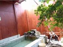 豪華客室専用の露天風呂