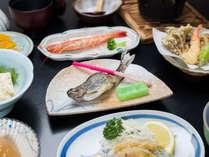 *夕食一例/ゆば料理や川魚を使用した山の幸をふんだんに取り揃えております