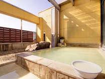*【露天】本物の温泉。源泉100%掛け流し。日和によってエメラルド色に湯が輝きます。