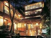 上田市都市景観賞受賞木造四階建離れ形式の純和風旅館