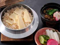 ふわっと香りと湯気が立ち上がる竹の子ご飯!
