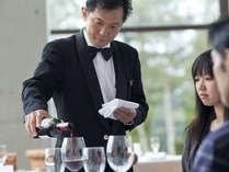 レストランのさりげないサービスは定評を頂いております。
