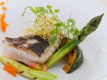 旬を活かした♪彩り鮮やかフレンチ魚料理。見た目とっても華やかです!