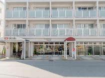 ホテル前と駐車場(1日1000円)