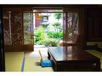 夏になると、13.5畳のお部屋も簀戸(すど)にし、風通しよく見た目も涼やかに!