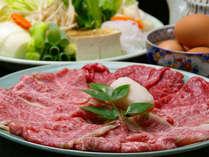 【京風すき焼き】柔らかい京都産牛肉(A4以上)に甘辛い味が染み込んでおります。