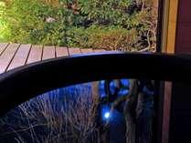 ・露天からは月が見えており、晴れた日には、湯船にくっきりと月が写って、とても幻想的です。(イメージ)