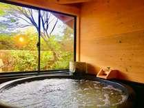 特製の信楽焼の陶器風呂は、なんとミクロ泡風呂です!マイナスイオン効果があり、とても癒されます。