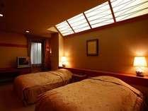 セミダブルベッドを2台有する貴賓室ベッドルーム