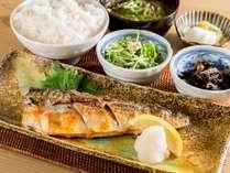 夕食メニュー(2)サバの塩焼き