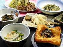 【夕食一例】旦那自ら山へ行き、採ってきた山菜・きのこは絶品!