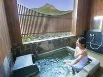 由布岳を眺める半露天風呂