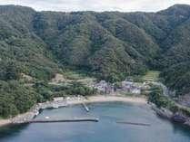 海と山に囲まれた、全11戸の小さな漁村