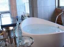 海一望露天風呂2つ、モダンバスタブ、ミストサウナなど110平米を貸切できるプライベートスパ