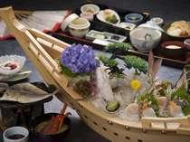【朝食の舟盛】浜の湯の朝食は舟盛りが定番!朝も地魚に舌鼓