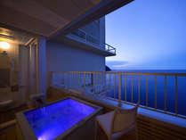 【L】七色に変わる露天風呂の湯船、夜がきれい