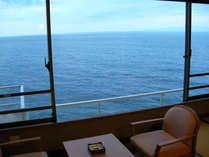 【標準和室】壁一面の窓から海一望