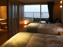 【M】2010年7月オープン!モダンなデザインと紺碧の海がマッチした素敵な客室