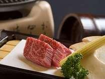 【お肉料理】特上黒毛牛陶板焼き、A5ランクの黒毛和牛は伊豆大島の塩でどうぞ