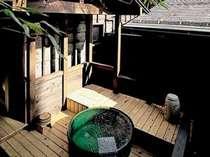 蔵の客室は専用の露天風呂付